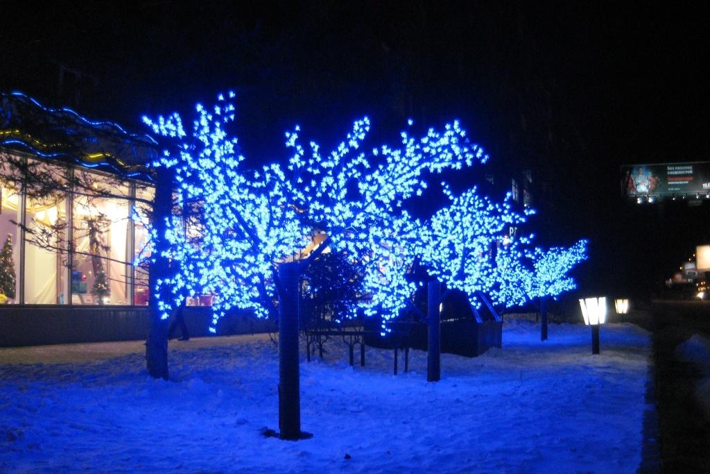 Светящиеся деревья для улицы